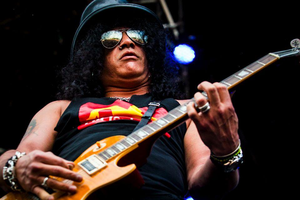 Slash concerto Torino gruppo spalla