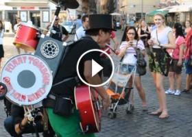 Funny Tombow – Un Uomo, Una Intera Band!