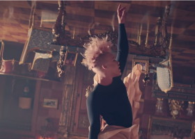 Just Like Fire – P!nk – Colonna sonora di Alice attraverso lo specchio